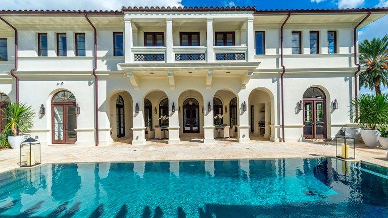 Marc Anthony pone a la venta su mansión por $27 millones