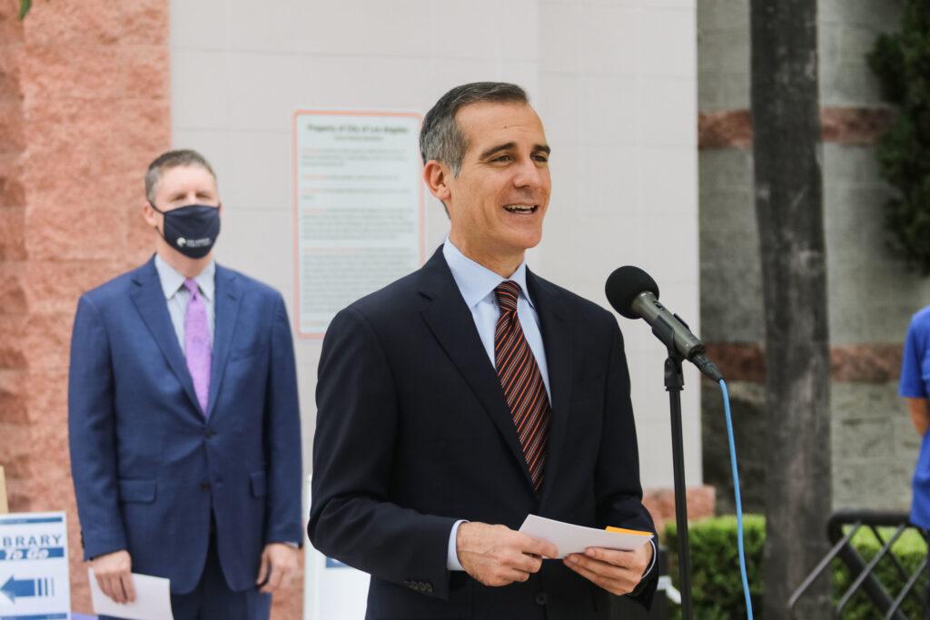 Alcalde Garcetti anuncia que su hija tiene coronavirus