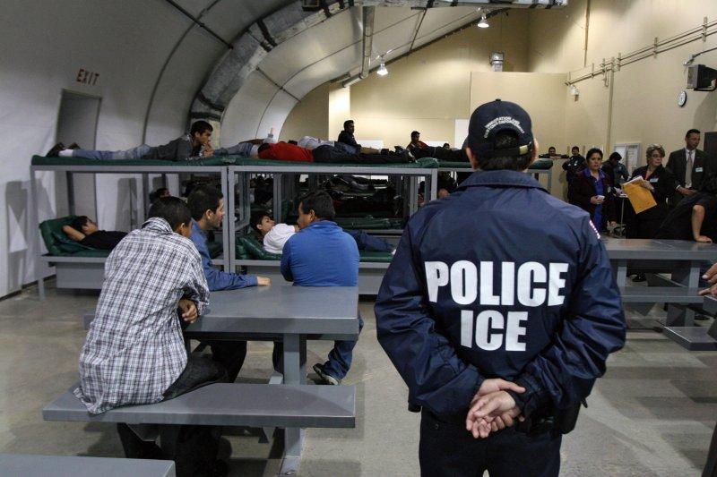 Tribunal suspende la deportación de 23 familias en el Día de Acción de Gracias