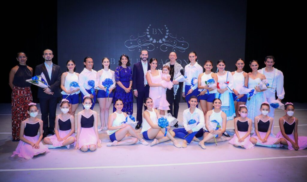 Primera Dama, Gabriela de Bukele, presenta la compañía del Ballet Nacional de El Salvador