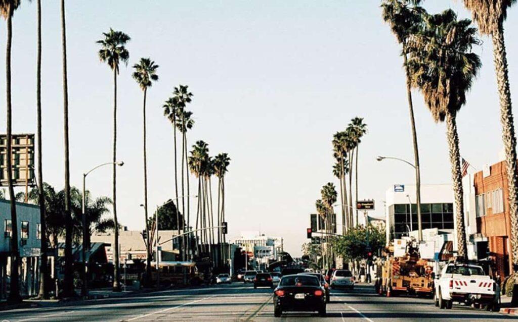 Los Ángeles vuelve oficialmente al confinamiento absoluto desde el lunes