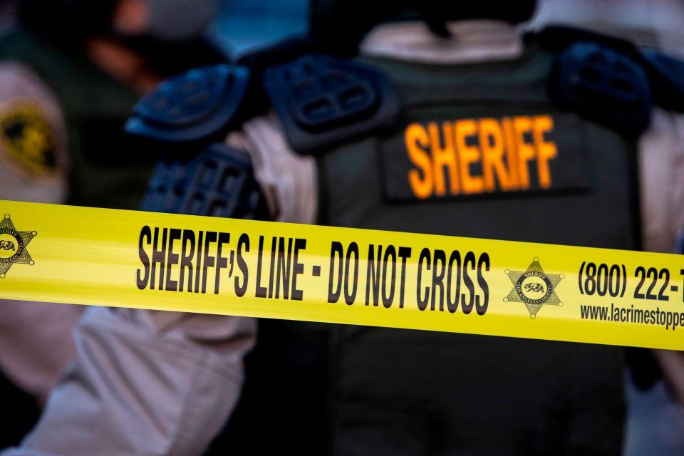 Disparan a agente del sheriff mientras conducía en East LA.