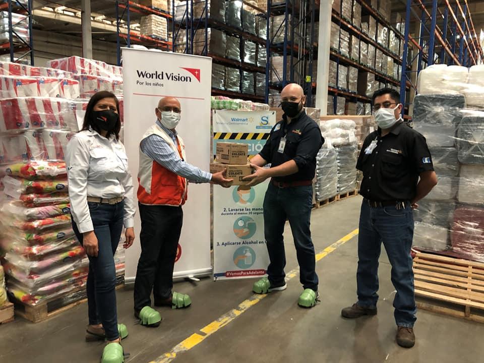 Walmart entrega alimentos y artículos de limpieza a World Vision para atender a damnificados por tormentas
