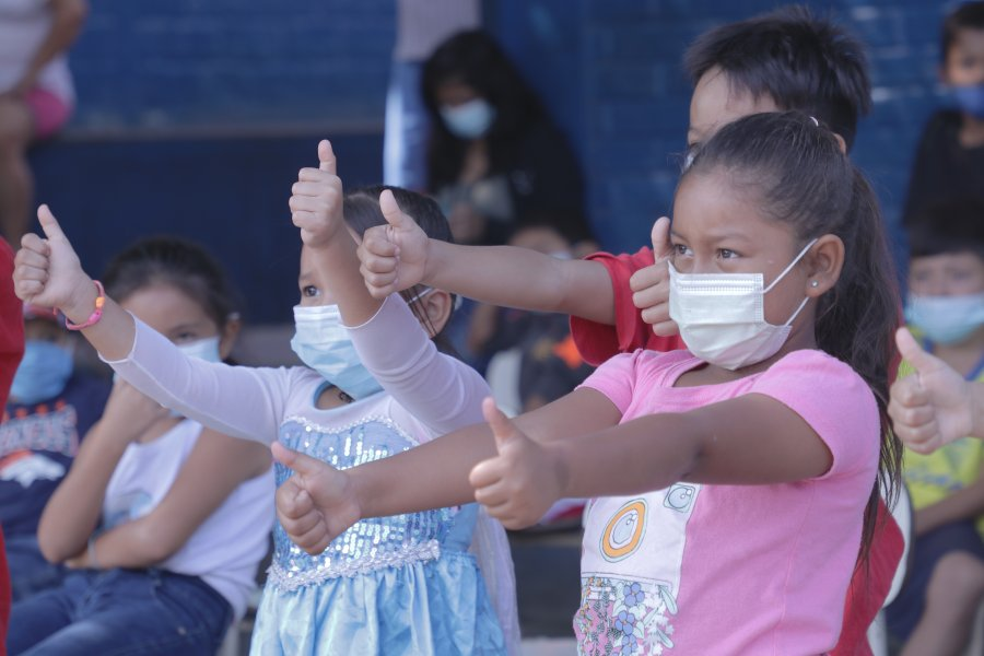 """Proyecto """"Sonrisas que sanan"""" lleva alegría a albergue de Soyapango"""