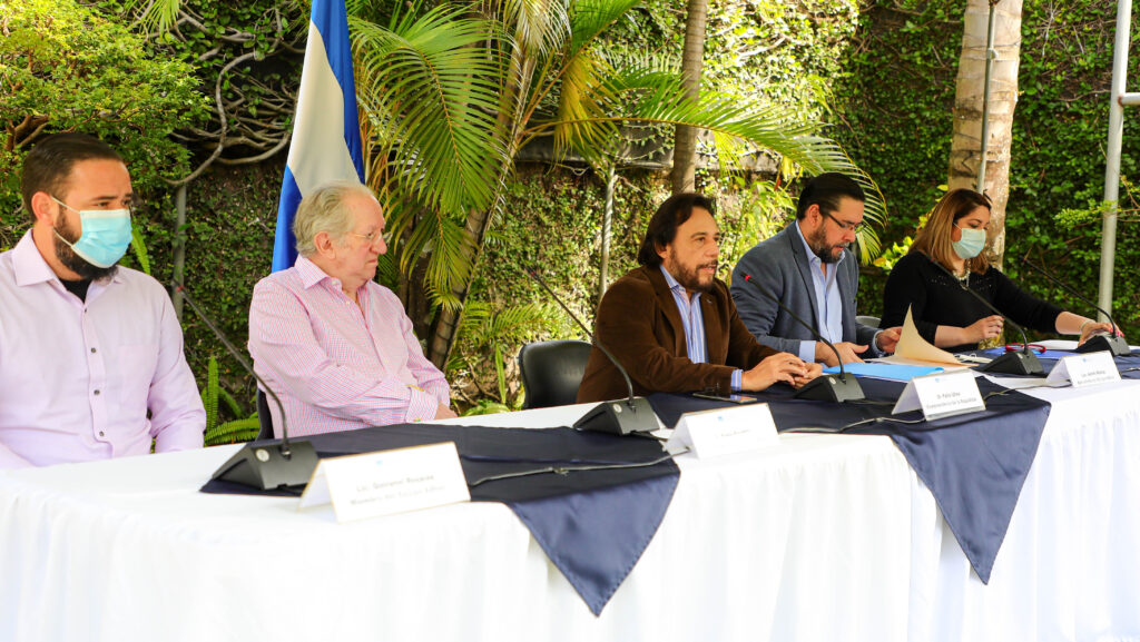 Comisión Ad Hoc para el estudio y propuesta de reformas a la Constitución analiza propuestas de la población
