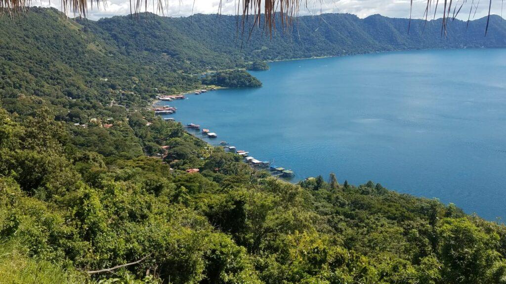 Lago de Coatepeque, considerado la octava maravilla del mundo