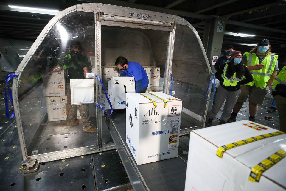 Llega el primer lote de la vacuna del coronavirus a Los Ángeles