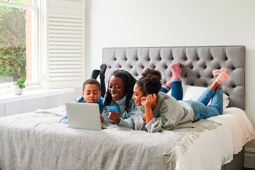4 maneras fáciles de hablarle a tus hijos sobre dinero