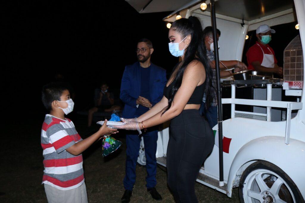 Jailyne Ojeda brinda ayuda humanitaria a Colonia de Santa Ana