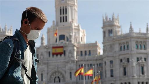 Sanidad ha notificado 21.371 nuevos casos y 308 muertes en España