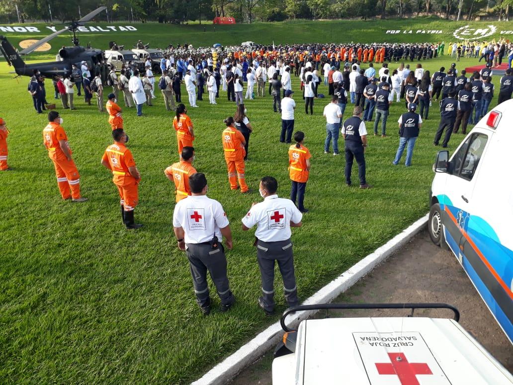 Cruz Roja Salvadoreña se suma al Plan Navideño 2020, y lo hace con un simulacro de incendio por venta de pólvora, donde muestran sus habilidades en atención a este tipo de emergencias.