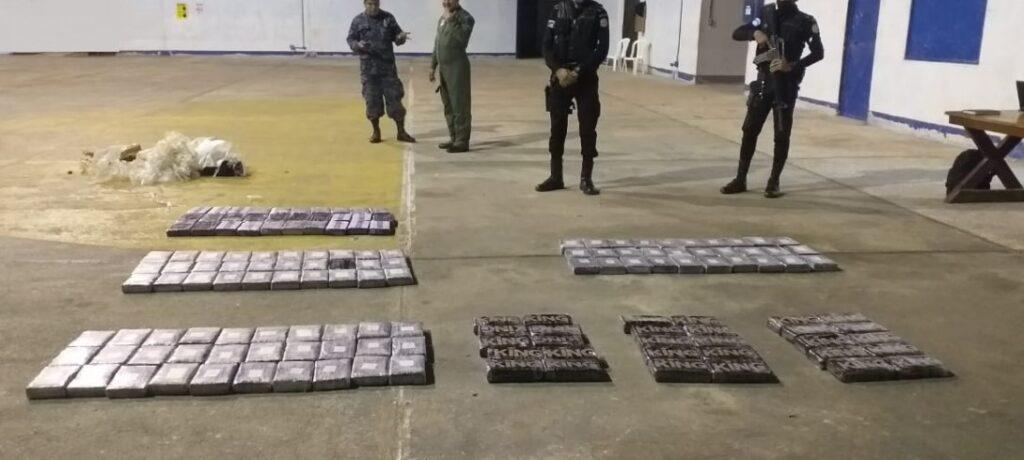 Autoridades guatemaltecas localizan ilícitos en nave área accidentada en Petén