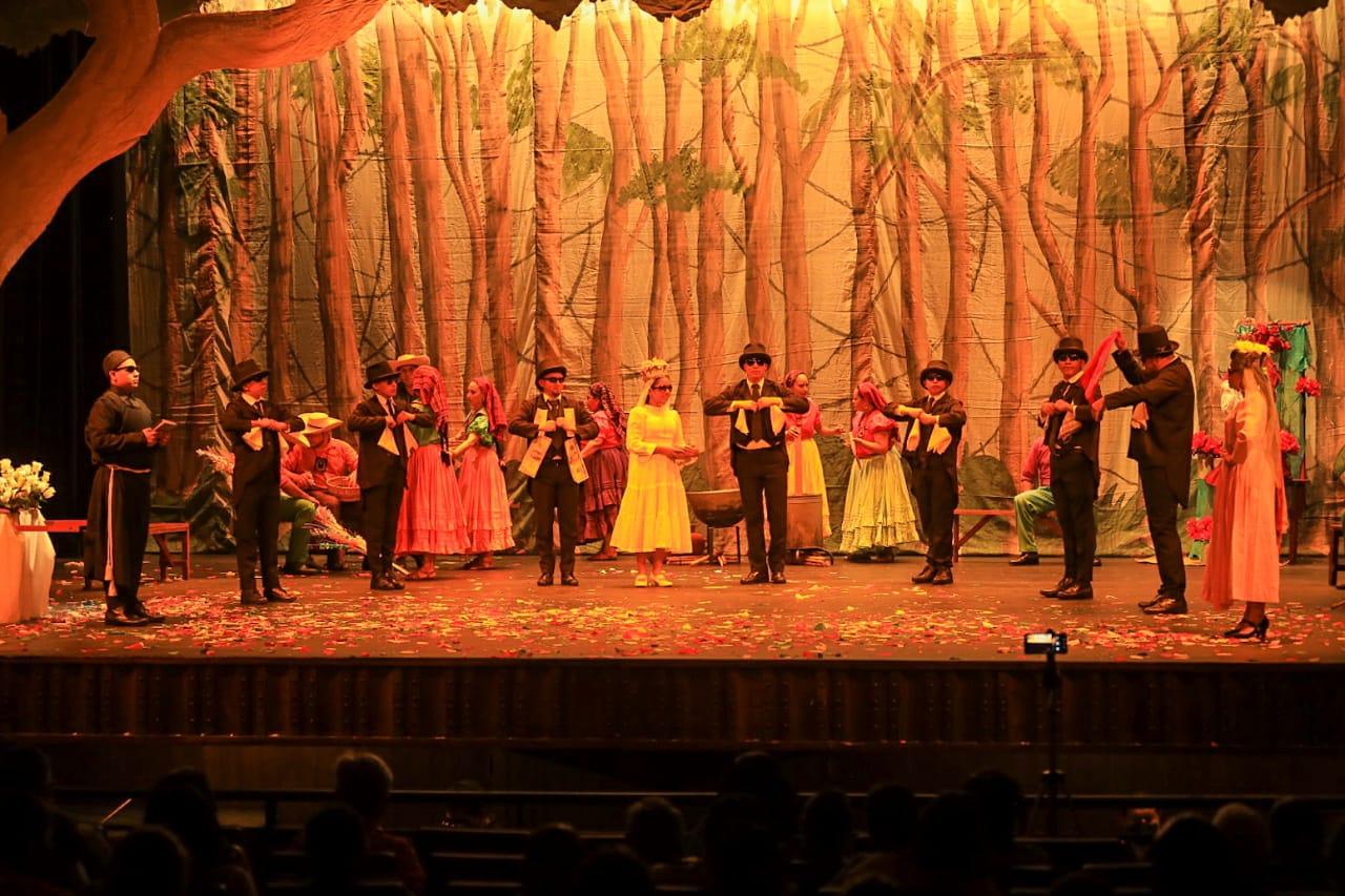 La agenda artística del 14 al 20 de diciembre, ofrece al público salvadoreño música clásica y coral, danza contemporánea y folclórica, así como una muestra de cine en los Teatros Nacionales y en la revista televisiva Cine Libertad.