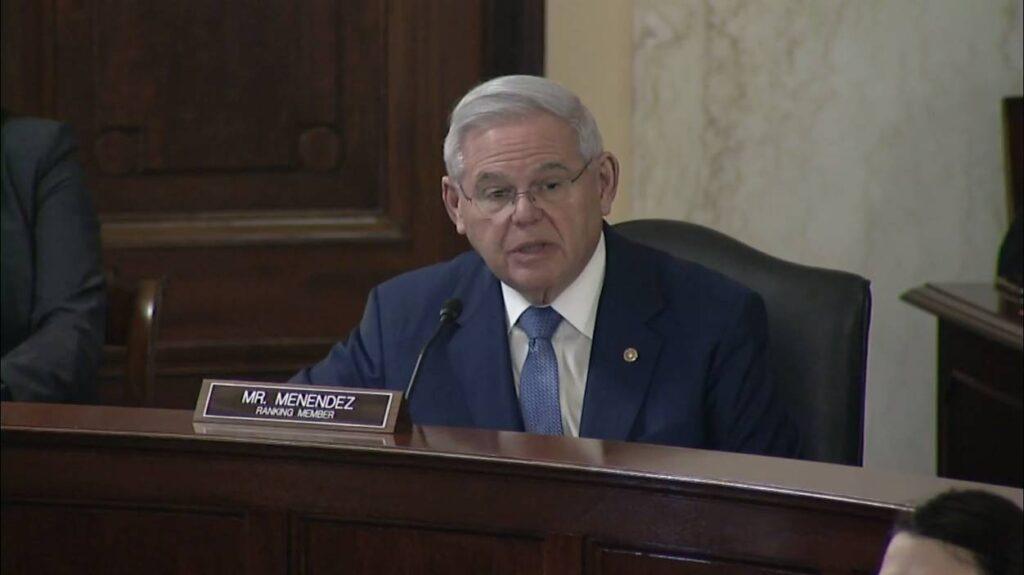 El Senador Bob Menéndez pronuncia sugerencias para Blinken