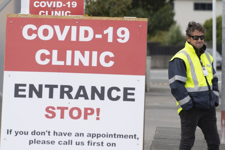 Nueva Zelanda reporta contagio de la variante sudafricana