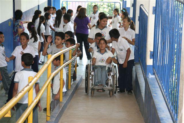 Funter El Salvador realiza conversatorio sobre la educación inclusiva en el país