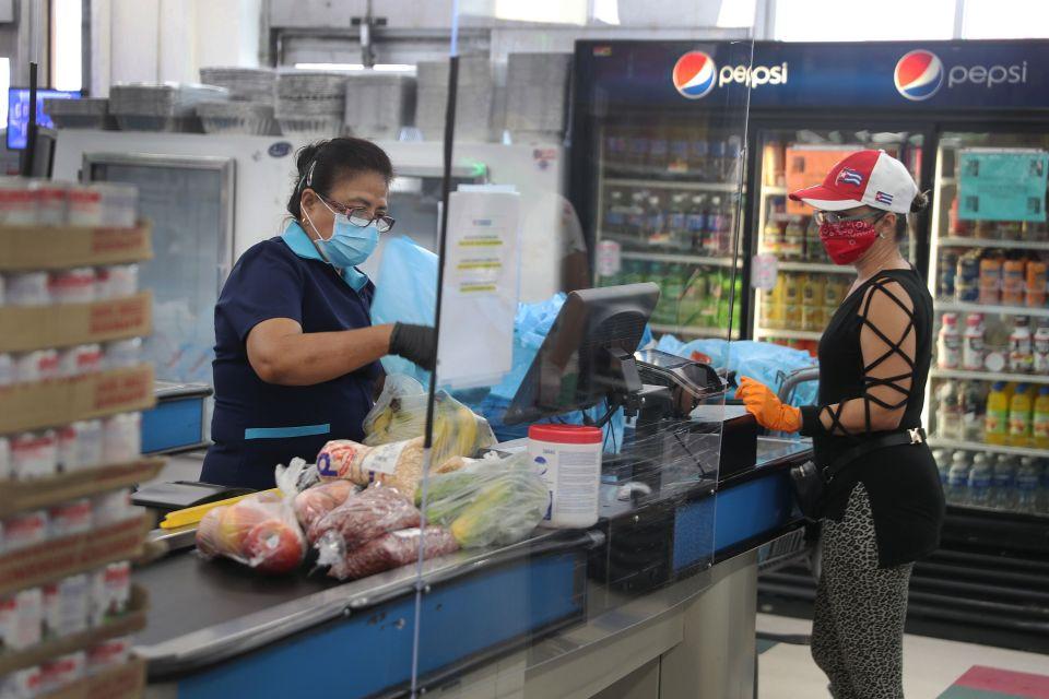 Long Beach aprueba pago adicional por riesgos para los trabajadores de supermercados