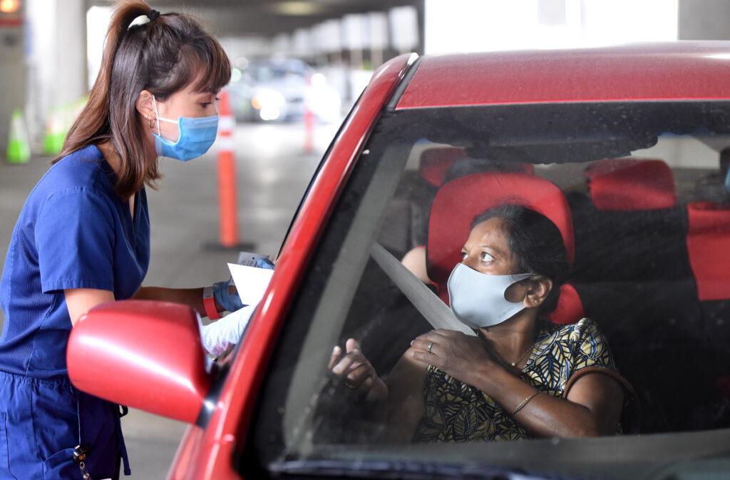 Long Beach comienza a vacunar a los trabajadores del sector de alimentos