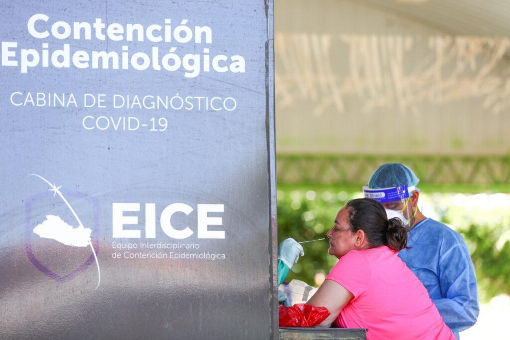 Habitantes de El Paraíso en Chalatenango acuden a realizarse pruebas de coronavirus