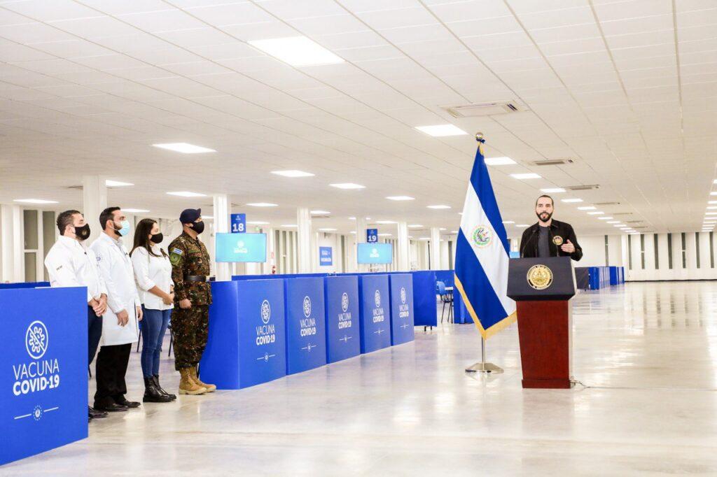 El presidente Nayib Bukele inaugura el Megacentro de Vacunación contra el COVID-19 en el hospital El Salvador