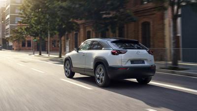 Mazda introduce el MX-30, el primer vehículo con batería eléctrica de la marca en los EE. UU.