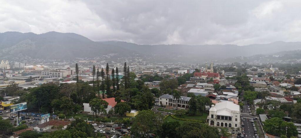 El Salvador mantiene alerta verde por sistemas intertropicales