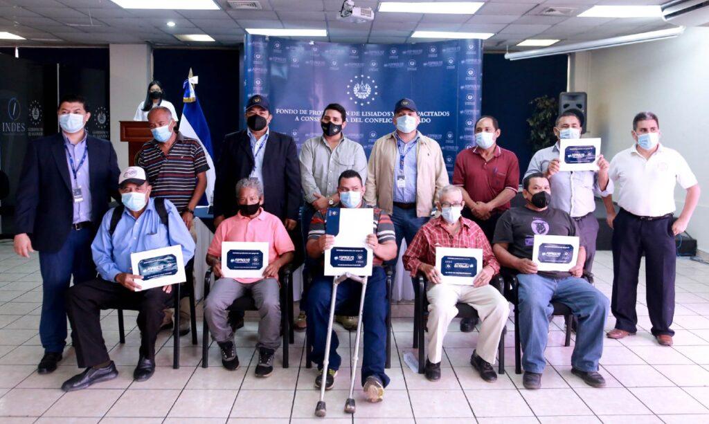 Emprendedores de San Salvador y Cabañas reciben capital semilla por el FOPROLYD