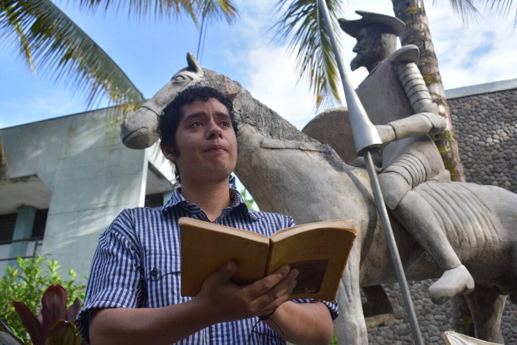 Conoce la vida del joven escritor Evenor Saavedra