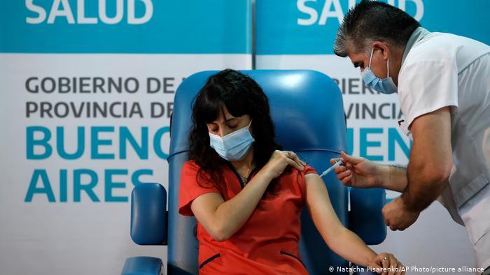El 40% de argentinos mayores de 18 años han recibido su primera dosis contra el coronavirus